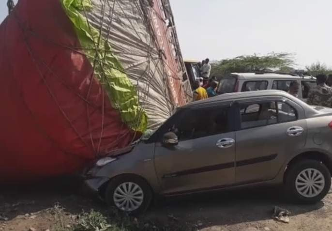 Two killed in bizarre accident | मनमाडला विचित्र अपघातात दोन ठार