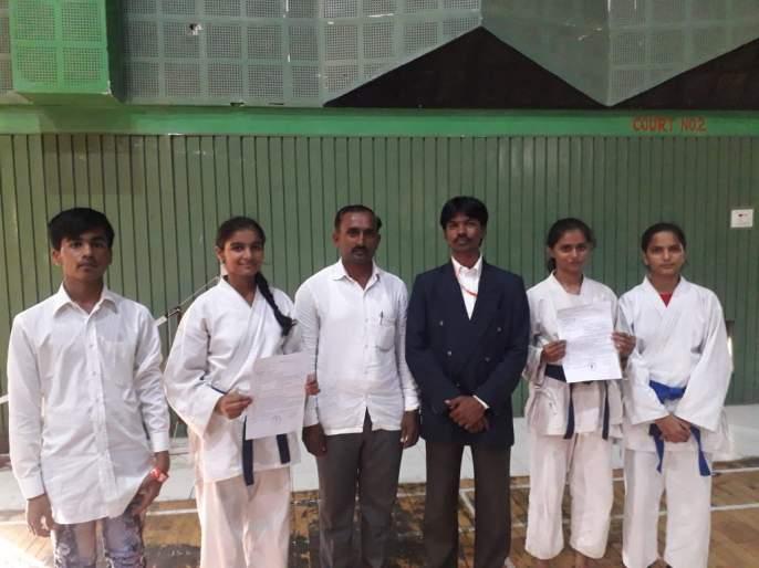 Direction won first in the Divisional Judo Karate Tournament | विभागीय ज्युडो कराटे स्पर्धेत दिशा भोसले प्रथम