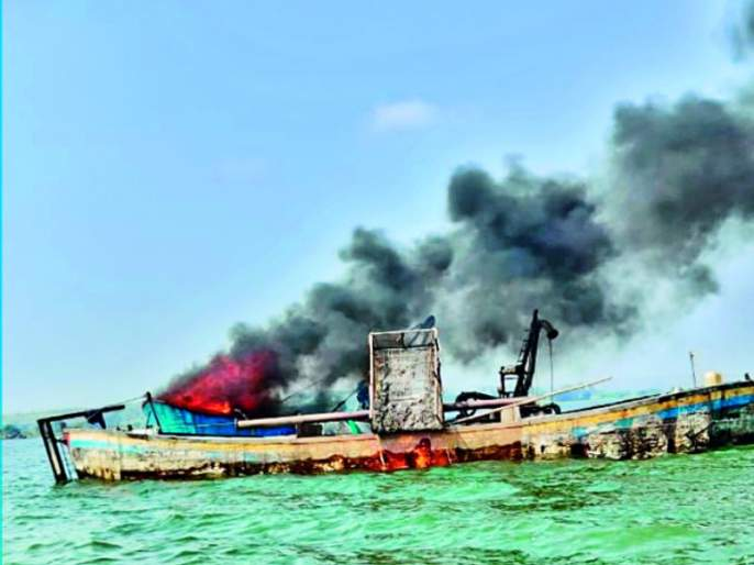 21 boats were destroyed at Nimone in the Shirur taluka | शिरुर तालुक्यातील निमोणेत २१ बोटींना जलसमाधी
