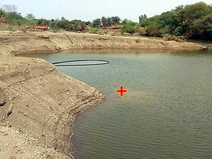 Parbhani: Poor sand belt pits in Dudhana river bed | परभणी:बेसुमार वाळू उपश्याने दुधना नदीपात्रात खड्डे