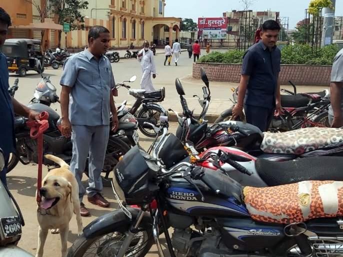 Inspection by squad at crowded places in Parbhani | परभणीत गर्दीच्या ठिकाणी पथकाकडून तपासणी