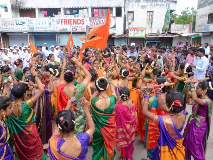 Parbhani: The joy of Ashdhi Ekadashi by Vithu Mauli's carrier Dwivedi   परभणी: विठू माऊलीच्या गजराने आषाढी एकादशीचा आनंद द्विगुणीत