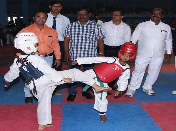 Srinivas, Riddhi gold in state-level Taekwondo competition | राज्यस्तरीय तायक्वांदो स्पर्धेत श्रीनिवास, रिद्धी यांना सुवर्ण