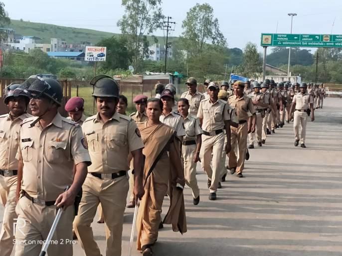 Armed movement of police at Trimbakeshwar | त्र्यंबकेश्वर येथे पोलिसांचे सशस्त्र संचलन