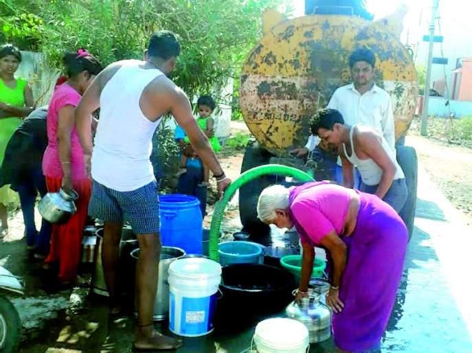 Water brought 'water' to everyone's eyes | पाण्याने सर्वांच्याच डोळ्यात आणले 'पाणी'