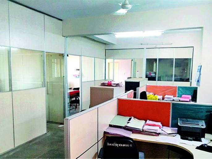 Electricity extraction in Collector's office | जिल्हाधिकारी कार्यालयातच विजेची उधळपट्टी