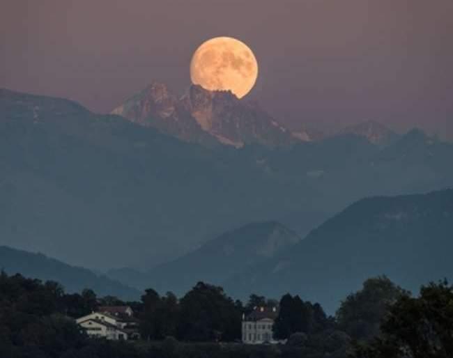 Full Harvest Moon to rise today; Americans in Fear; $ 900 million in losses | आज दिसणार 'फुल हार्वेस्ट मून'; अमेरिकन भयभीत; 900 दशलक्ष डॉलरचे होणार नुकसान
