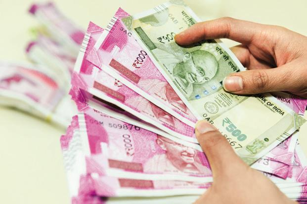 In the name of home loan, three women get lakhs of bribe   गृहकर्जाच्या नावाखाली २६ महिलांना लाखोंचा गंडा