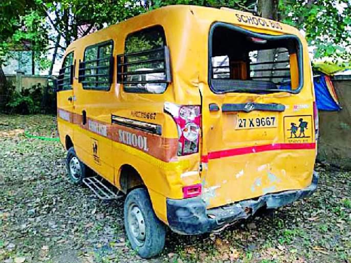 Bike break; Shivshahi hit school van | दुचाकीचा ब्रेक; शिवशाही धडकली स्कूल व्हॅनवर