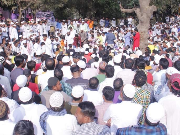 Movement with black ribbons led by Jamiat Ulema-e-Hind | जमियत उलेमा-ए-हिंदच्या नेतृत्वाखाली काळ्या फिती लावून आंदोलन