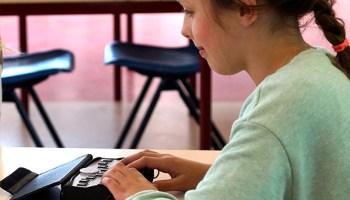 nashik,distributed,plextalk',machine,blind,students | अंध विद्यार्थ्यांना 'प्लेक्स टॉक' मशीन वितरित