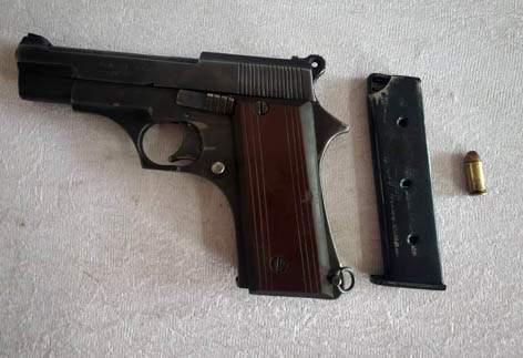 Pistol, cartridges seized, two arrested | गावठी कट्टा; काडतूस जप्त, दोघा जणांना ठोकल्या बेड्या