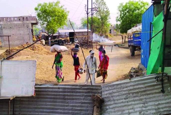 105 corona positive in Pota village with a population of 700   लोकसंख्या ७००, कोरोना पॉझिटिव्ह १०५; महाराष्ट्रातील अख्खं गावच झालं 'कंटेनमेंट झोन'