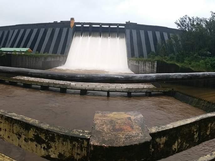 11.69 TMC in Warna dam in the district. For water | जिल्ह्यातील वारणा धरणात ११.६९ टी.एम.सी. पाणीसाठा