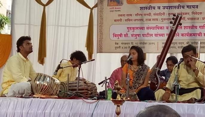 Light music lit in a festival of tones   स्वरांच्या दीपोत्सवात उजळली संगीत सभा, रसिक मंत्रमुग्ध