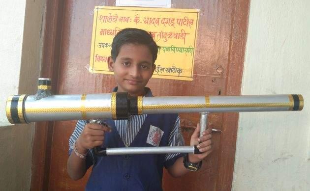 Student-made crop protection equipment | विद्यार्थ्याने बनविले पीक संरक्षणासाठी उपकरण