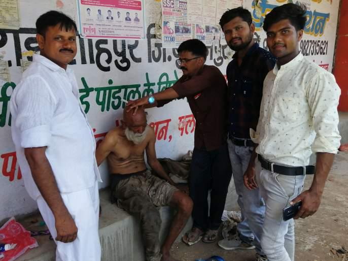 Ideal activities of youth in Muktainagar: Service of psychiatrists for birthday celebration | मुक्ताईनगर येथील युवकाचा आदर्श उपक्रम : वाढदिवसानिमित्त केली मनोरुग्णांची सेवा