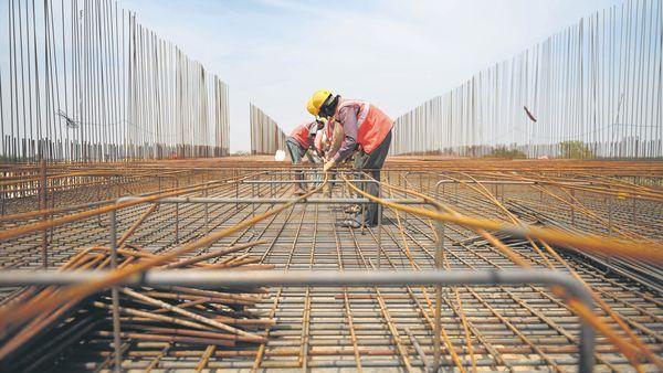 New public works were stopped until March   नवी सार्वजनिक बांधकामे मार्चपर्यंत थांबविली