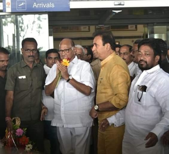 Sharad Pawar arrives at Nagpur Airport | शरद पवार यांचे नागपूर विमानतळावर आगमन