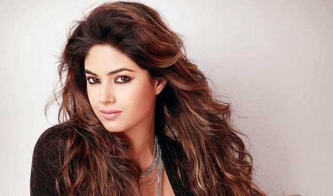 priyanka chopra cousin and actress meera chopra finds maggots in her food in hotel | OMG! प्रियंका चोप्राच्या बहिणीच्या जेवणात सापडले जिवंत किडे!