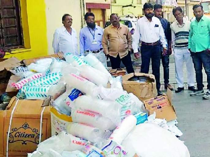 Plastics seized in the city | शहरात प्लास्टिक जप्त