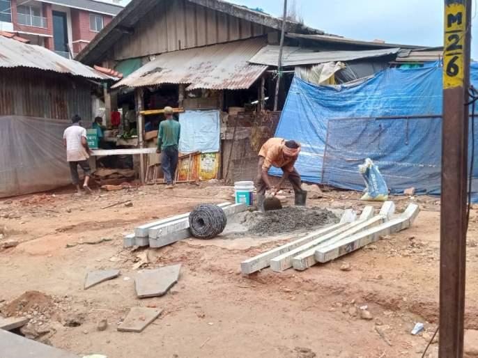 The municipality removed the stall, a star fence at the disputed site in Sawantwadi | सावंतवाडी नगर पालिकेने हटवलेल्या स्टाॅलच्या जागेवर तारेचे कुंपन