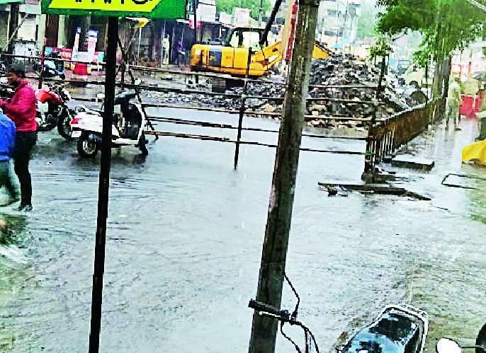 Heavy rains inundated many nallas in Chandrapur | धुवाधार पावसाने चंद्रपुरातील अनेक नाल्यांची पोलखोल