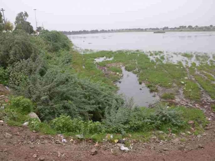 Floods threaten the mills, Mehun ponds | सांडपाण्यामुळे गिरणा, मेहरूण तलाव धोक्यात