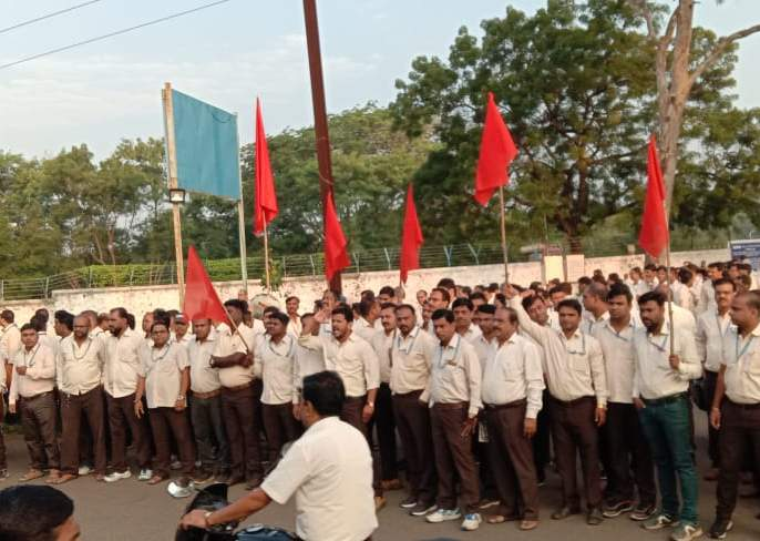 Locations of 5 workers at the HAL entrance | एचएएल प्रवेशद्वाराजवळ ३५०० कामगारांचा ठिय्या