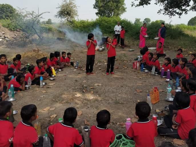 Students ramble in the nature school | विद्यार्थी रमले निसर्गशाळेत