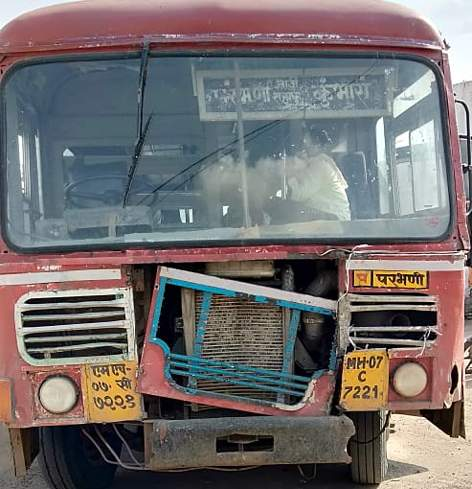 Parbhani: Departure of suspension for sending on bad bus lines | परभणी : खराब बस लाईनवर पाठविल्याने आगारप्रमुखाचे निलंबन