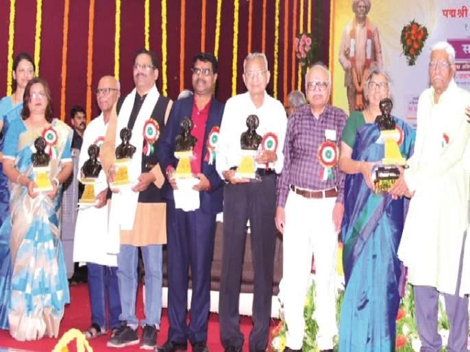 Literature will work only in the fall: Aruna Dhere | पडझडीच्या काळात साहित्यच सावरण्याचे काम करेल : अरूणा ढेरे