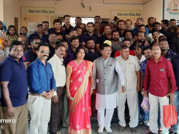 Mukesh Sarwan visits Yeola Municipality | मुकेश सारवान यांची येवला नगरपालिकेस भेट
