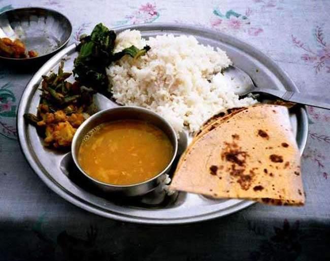 Maharashtra Election 2019: Know, 'Shiv Sena' will provide 10 rupees in this dish | Maharashtra Election 2019: जाणून घ्या,'अशा'प्रकारे शिवसेना देणार १० रुपयात भोजन थाळी