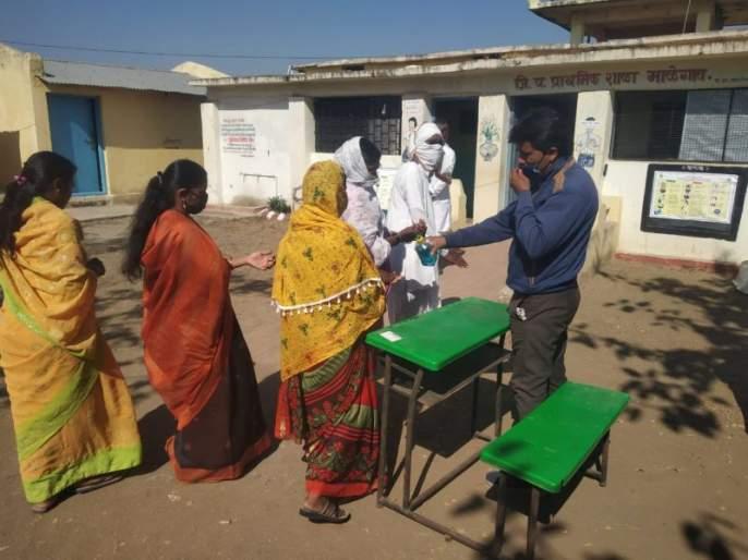 In Nagpur district, polling started peacefully, 19% voting | नागपूर जिल्ह्यात ग्रा.पं.च्यामतदानाला शांततेत सुरुवात, १९% मतदान
