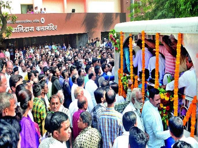 Gita Mali's funeral in the bereaved environment   गीता माळी यांच्या पार्थिवावर शोकाकुल वातावरणात अंत्यसंस्कार