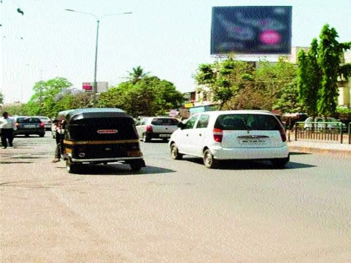 Gangapur road becomes dangerous; Massive transportation traffic | गंगापूर रस्ता बनला धोकादायक ;वाहतुकीची प्रचंड वर्दळ