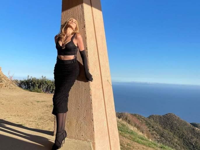Shocking ..!, actress Sharon Stone had gone to untie the knot; But the surgeon did the breast implant without asking her | धक्कादायक..!, गाठ काढायला गेली होती अभिनेत्री; पण सर्जनने तिला न विचारताच केले ब्रेस्ट इम्प्लांट
