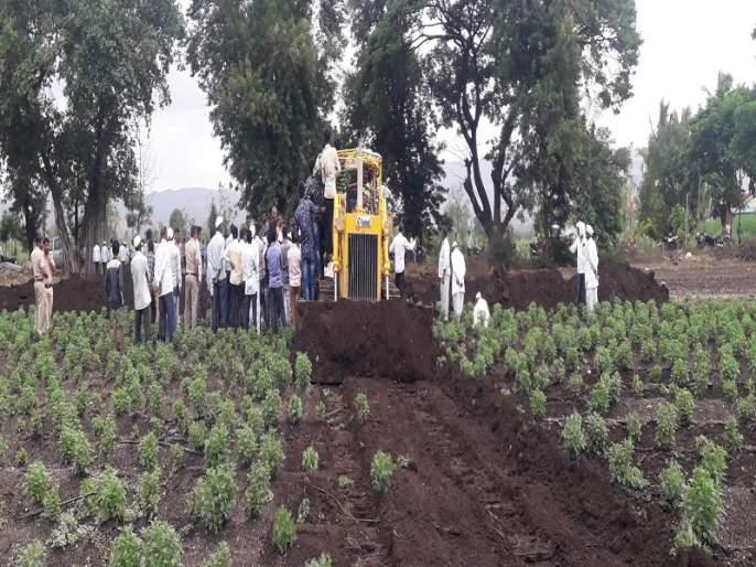 The canal stopped work in Indore | इंदोरी येथे कालव्याचे काम बंद पाडले