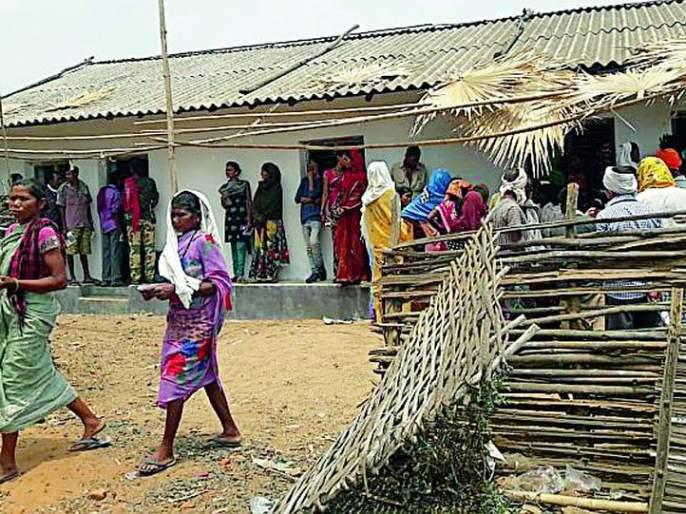 Lok Sabha Election 2019; The average of 45.05 percent polling for those 'four centers' | Lok Sabha Election 2019; 'त्या' चार केंद्रांवर सरासरी ४५.०५ टक्के मतदान