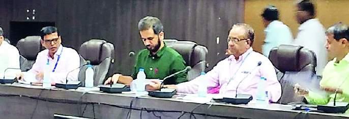District Collectors Concerned Over Distribution Of Small Crops | अल्प पीककर्ज वितरणाबाबत जिल्हाधिकाऱ्यांनी व्यक्त केली चिंता