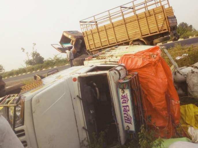Accident on the worker's vehicle; One killed, 3 injured | मजुरांच्या वाहनाला अपघात; एक जण ठार, २५ जखमी