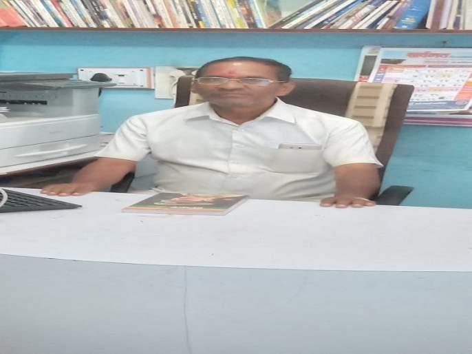 Share the culture of reading; Bookwriter Muralidhar Naval | वाचन संस्कृतीचा वाटाडया; ग्रंथमित्र मुरलीधर नवाळे