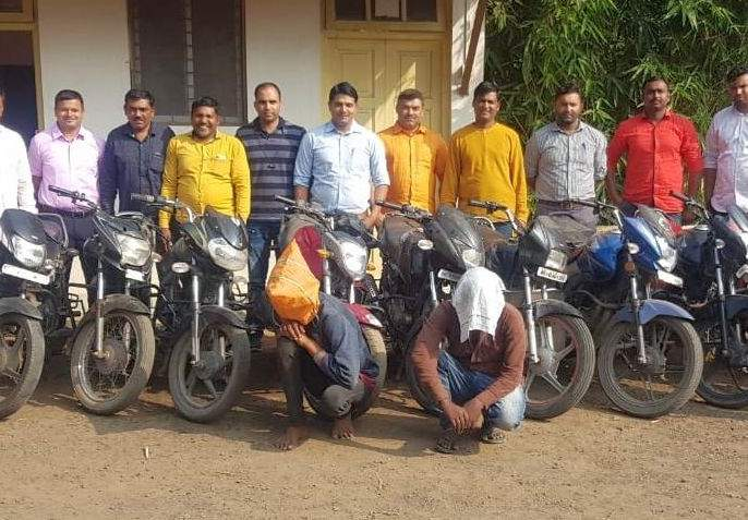 Dozens of bicycles seized from two thieves | दोघा चोरट्यांकडून डझनभर दुचाकी जप्त