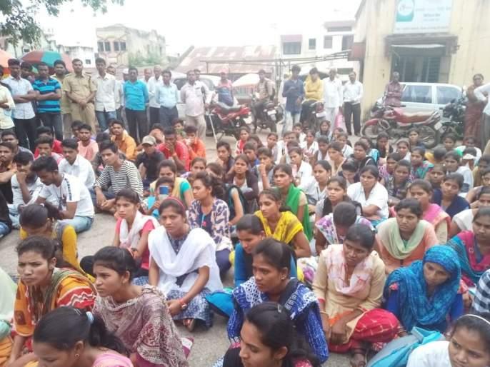 Tribal students' march in Chopad | चोपड्यात आदिवासी विद्यार्थ्यांचा मोर्चा