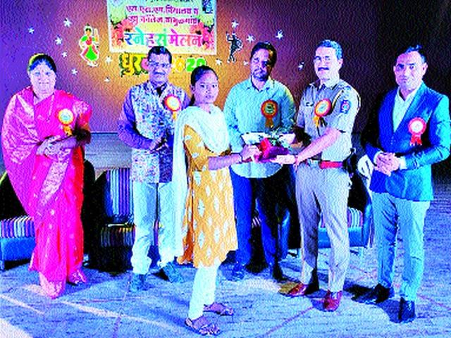 Meeting of Santosh Vidyalaya | संतोष विद्यालयाचे स्नेहसंमेलन