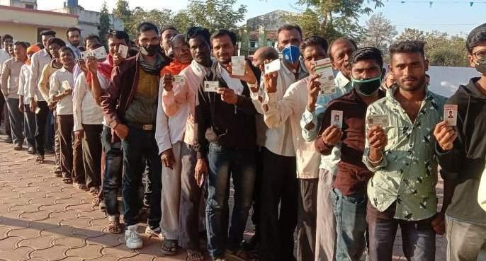 The average turnout in Bhandara district gram panchayat is 85%   भंडारा जिल्ह्यातील ग्रामपंचायतीमध्ये सरासरी ८५ टक्के मतदान