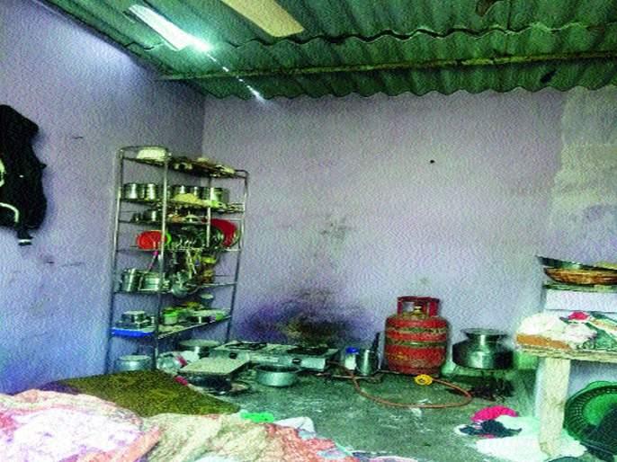 Children injured in blast | स्फोटात दाम्पत्यासह मुले जखमी