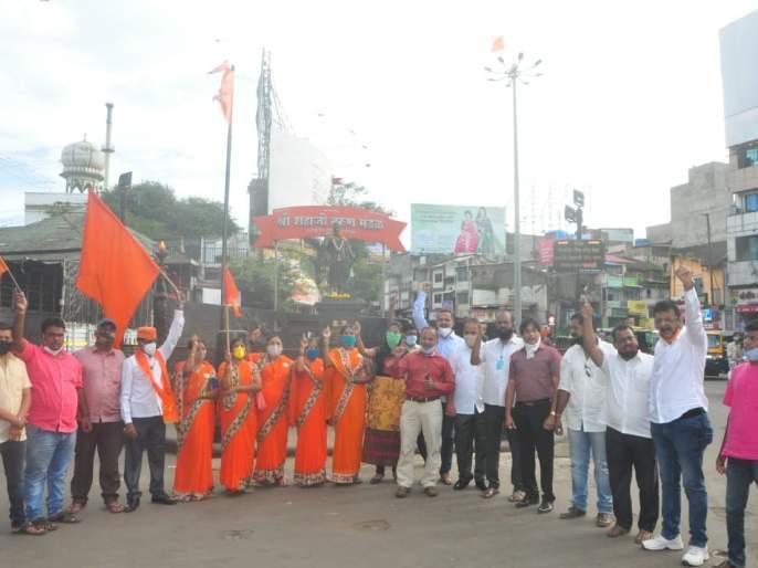 Instructions at Shivaji Chowk on behalf of Sakal Maratha Shouryapeeth for reservation | आरक्षणासाठी सकल मराठा शौर्यपीठाच्यावतीने शिवाजी चौकात निर्दशने