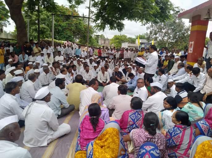 Gram Sabha was organized on toilet grant | शौचालय अनुदानावरुन ब्राह्मणगावची ग्रामसभा गाजली